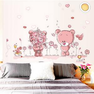 Falmatrica, rózsaszín maci kislány, maci kisfiú virágokkal gyerekszobába (50 x 70 cm)